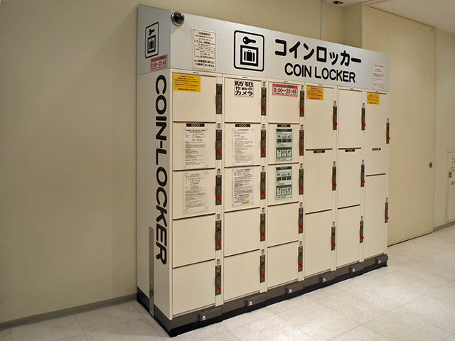 新宿三丁目の商業施設に設置されたコインロッカー