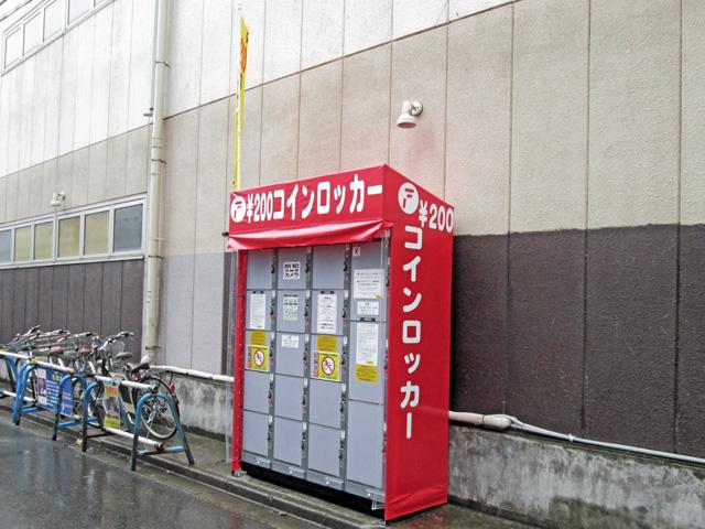 千葉のゲームセンターの外に設置されたフジコインロッカー