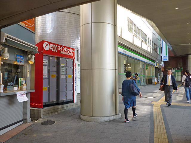 八王子駅前に設置されたコインロッカー