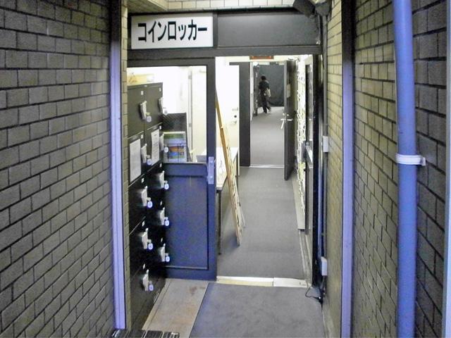 新宿御苑駅の小劇場に設置されたコインロッカー