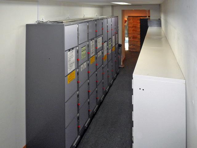 カプセルホテルに設置されたコインロッカー