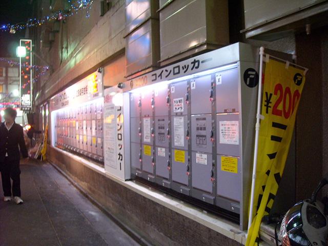 横浜の量販店に設置されたコインロッカー