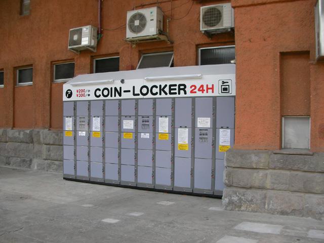 明治神宮野球場の5番と6番ゲートの間に設置されたコインロッカー