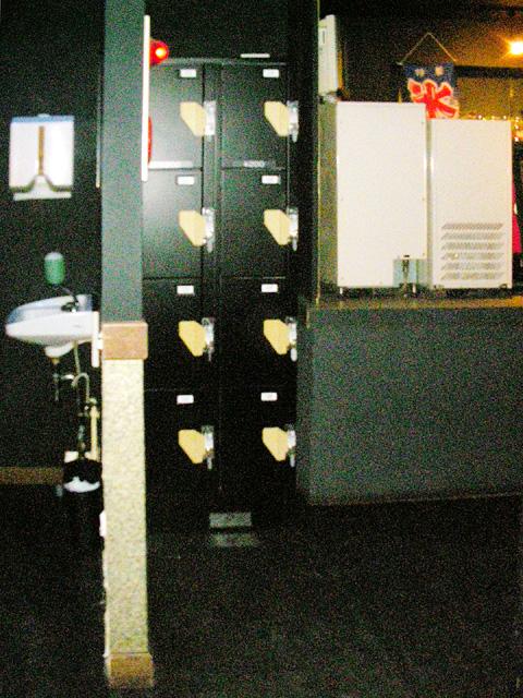 ライブハウスに設置されたコインロッカー