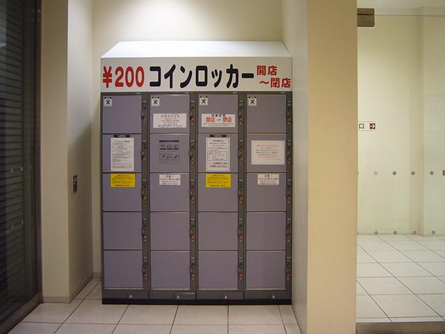 北千住の商業施設2Fに設置されたコインロッカー