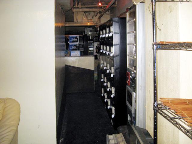心斎橋のレンタルホールに設置されたコインロッカー