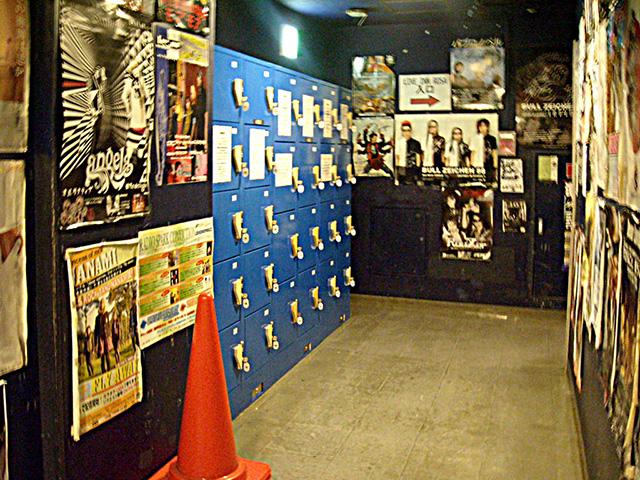 池袋西口のライブハウス内に設置されたコインロッカー