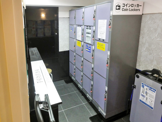 梅田のビデオボックス内に設置されたフジコインロッカー