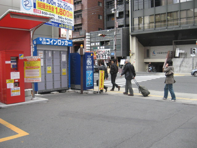 大阪日本橋の駐車場のフジコインロッカー