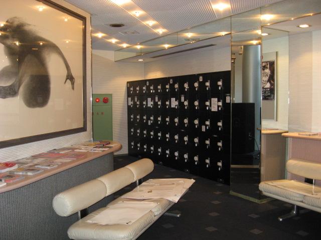 国際会館駅のクラブ内に設置されたフジコインロッカー