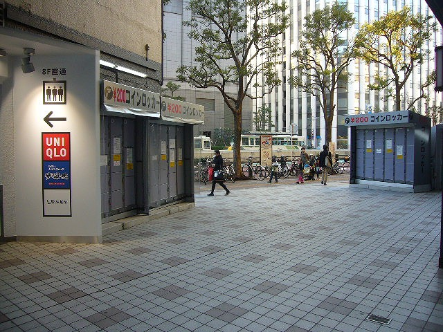 横浜駅西口の量販店に設置されたコインロッカー