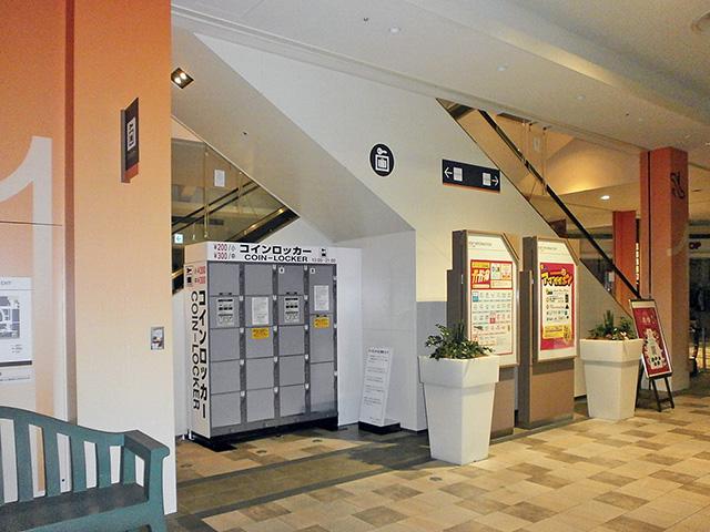 尼崎駅のショッピングセンターのフジコインロッカー
