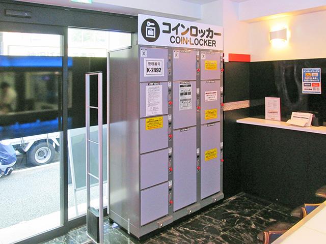 神田のネットカフェ内に設置されたフジコインロッカー