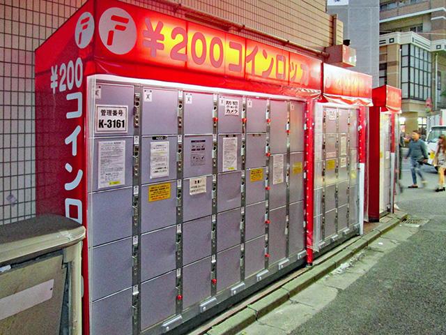 京成船橋駅前のカラオケ店ビルのフジコインロッカー