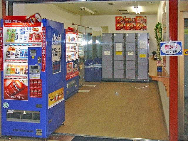 梅田の商業テナントビル内のフジコインロッカー