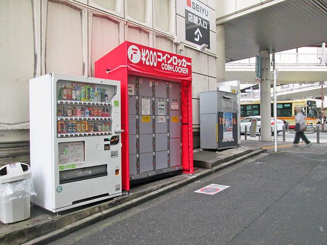 町田駅前の商業施設外のフジコインロッカー