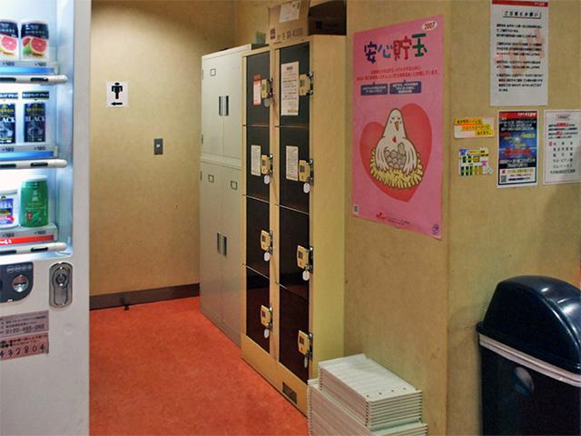 高田馬場のパチンコ店内のフジコインロッカー