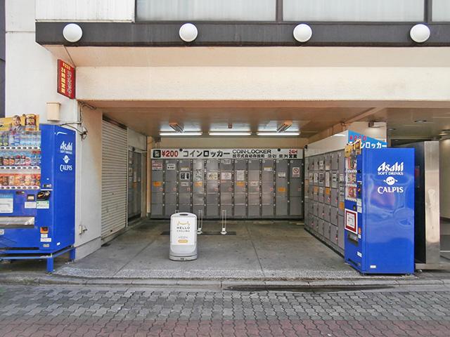 上野のホテルの屋外のフジコインロッカー